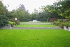 Gartenansicht mit klarer Archtektur